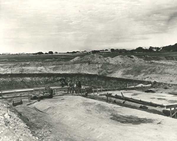 Construction of Lara Pool in 1962 (Photo courtesty of Geelong Heritage Centre)